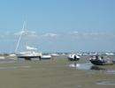 Podczas odpływu oceanu wszystkie jachty i łodzie są bezbronne jak bez nóg. [1600x1200]