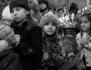 Dzieci-w-kolejce-do-komunii