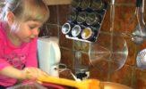 Małgorzata Kalicińska gotuje z wnuczką. Zaglądamy do ich kuchni. Galeria foto