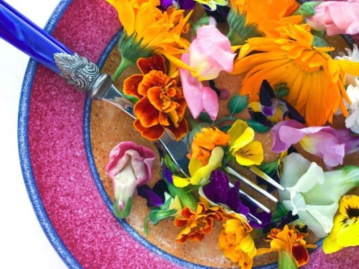 Kwiaty na talerzu. Które najlepiej smakują? Radzi Jean Bos