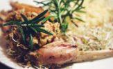 Królicza noga, czyli udko z królika duszone z warzywami i rozmarynem