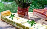 Jedzenie & piwo. Szparagi grillowane z wędzonym boczkiem i zapiekanką ze szparagów
